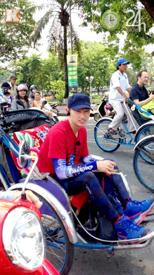 Eun Hyuk ngồi xích lô đi dạo cố đô Huế - 1