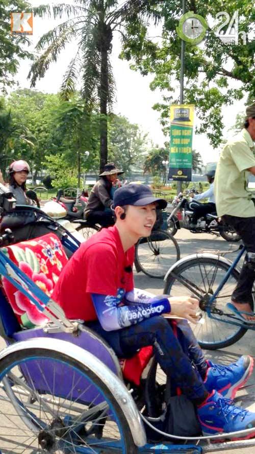 Eun Hyuk ngồi xích lô đi dạo cố đô Huế - 2