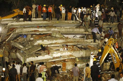 Ấn Độ: Nhà sập tan tành, 72 người thương vong - 2