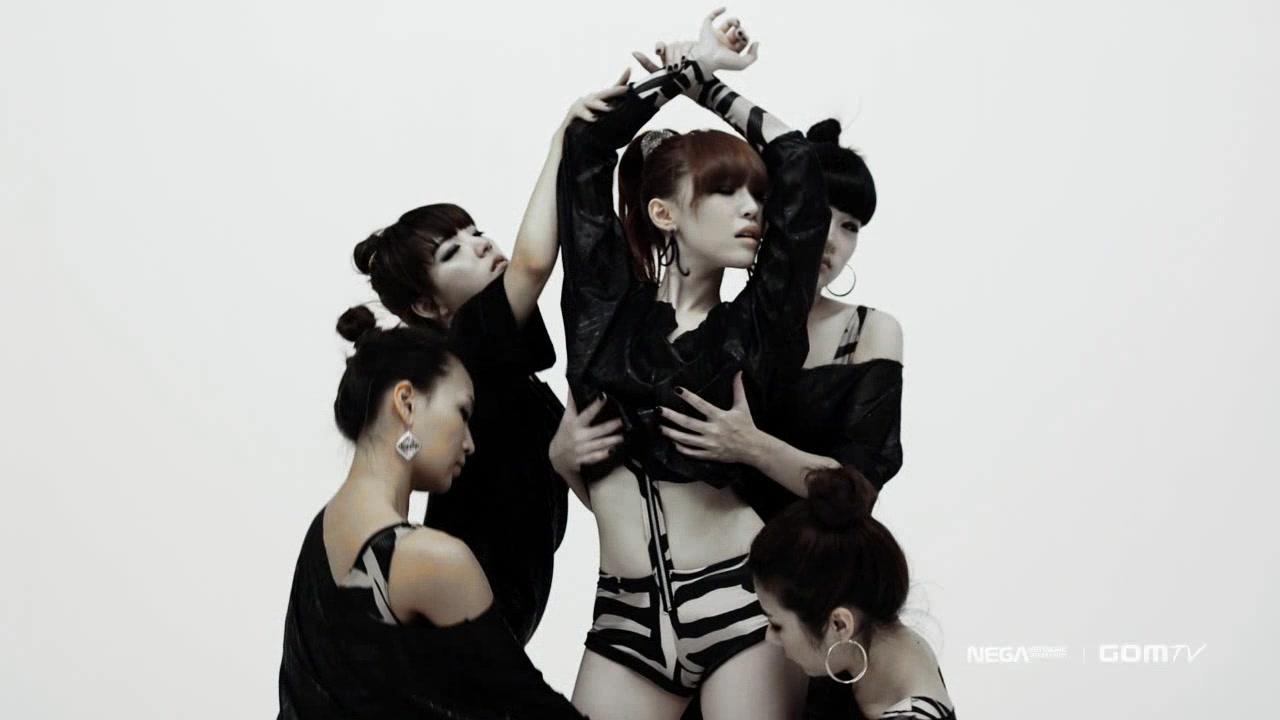 Khoảnh khắc sexy nhất của mỹ nhân K-Pop - 12