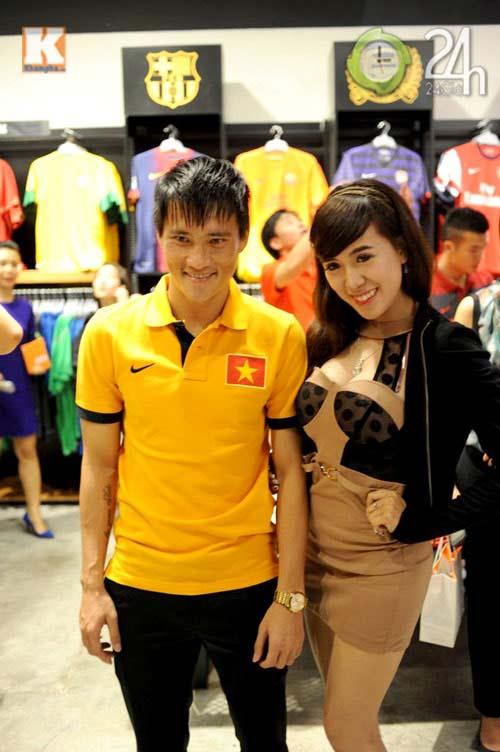 Công Vinh thân mật với chồng Hà Tăng - 6