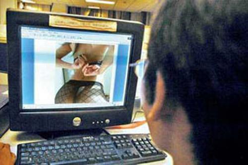 Báo động trẻ em xem sex trên internet - 1