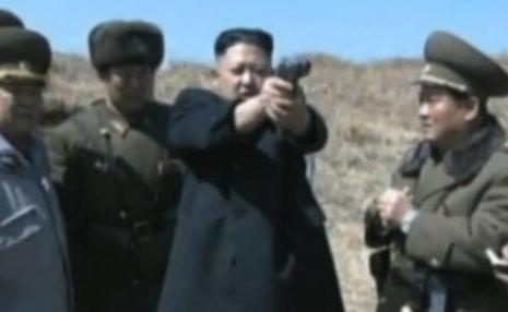 Video: Kim Jong-un trổ tài bắn súng - 1