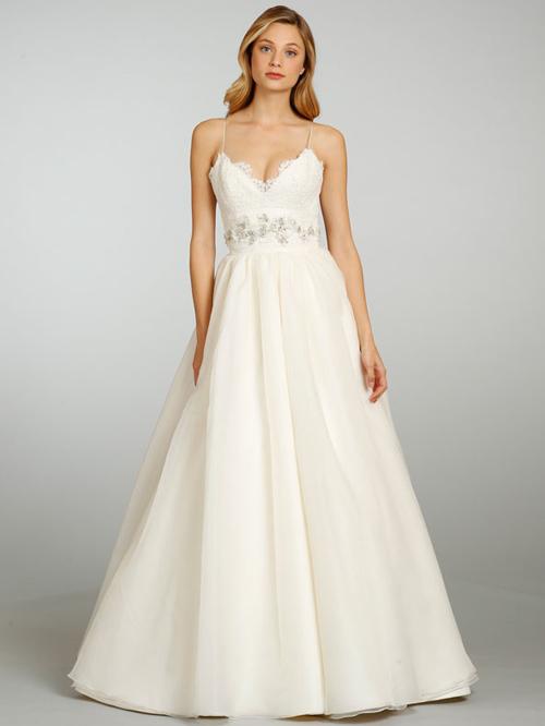 Đầm cưới tôn vòng eo đẹp cho cô dâu - 10