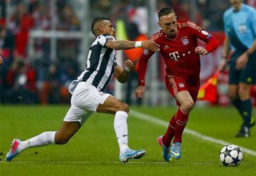HLV cảnh báo cái đầu nóng của Ribery - 1