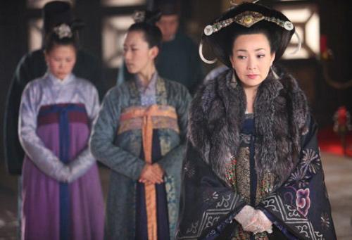 Hoàng hậu trong 'Hoàn Châu cách cách' suýt chết hụt - 2