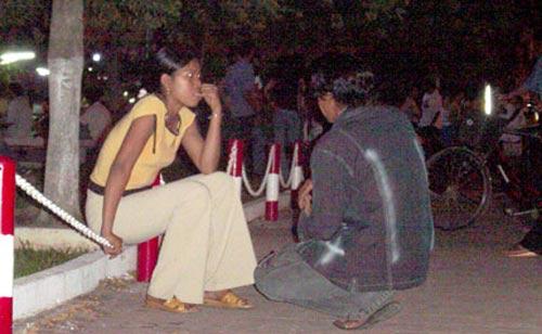 """Mật ngữ ở """"chợ tình"""" giữa Sài thành - 3"""