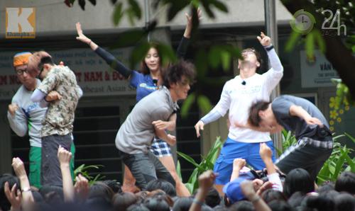 Dàn sao Hàn nhảy điên cuồng cùng fan Việt - 12