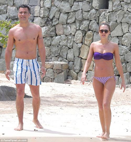 Marc Jacobs âu yếm người tình ở bãi biển - 12