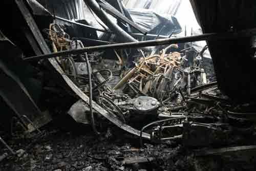 Đền bù hơn 1.000 xe máy bị cháy của công nhân - 1