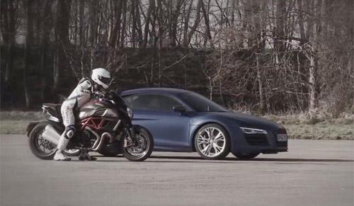 Audi R8 V10 Plus đọ sức Ducati Diavel - 1