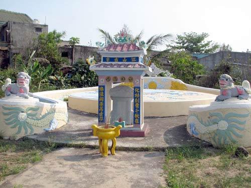 Ngôi miếu cổ giữa làng chài Nam Ô - 2