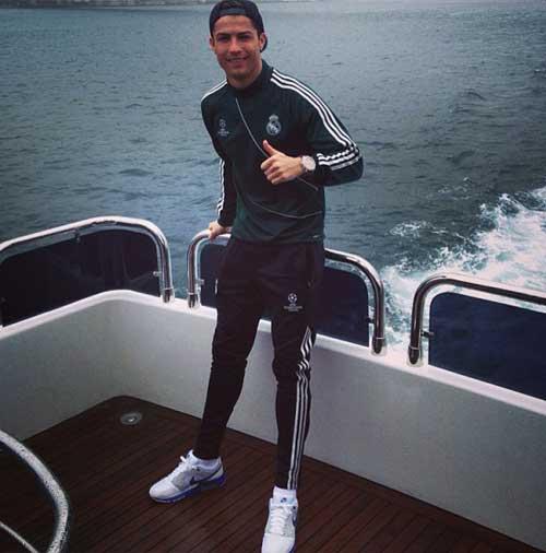 """Ronaldo đi """"du lịch"""" ở Thổ Nhĩ Kì - 1"""
