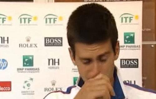 Djokovic rớt lệ vì chấn thương - 1