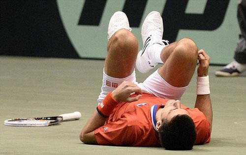 Djokovic rớt lệ vì chấn thương - 3