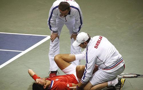 Djokovic rớt lệ vì chấn thương - 4