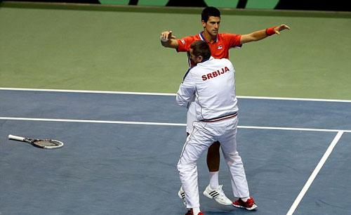 Djokovic rớt lệ vì chấn thương - 5
