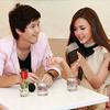 Huỳnh Anh cười tẹt ga bên người đẹp