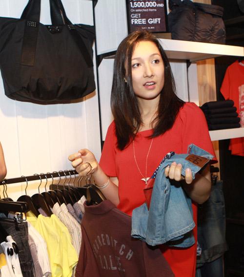 Mr Đàm đi mua sắm cùng con gái Mỹ Linh - 9