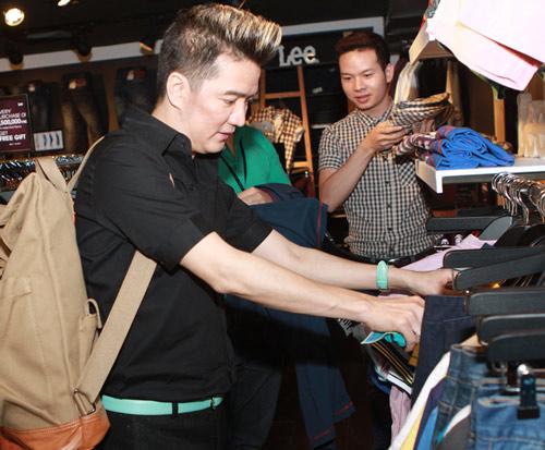 Mr Đàm đi mua sắm cùng con gái Mỹ Linh - 1