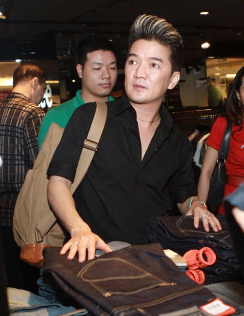 Mr Đàm đi mua sắm cùng con gái Mỹ Linh - 2