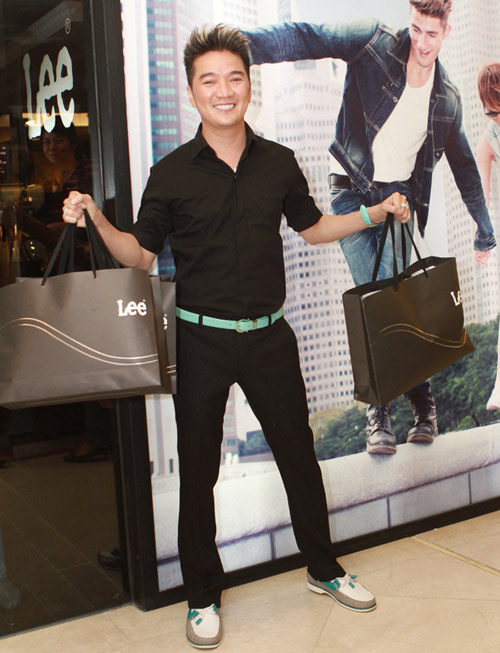 Mr Đàm đi mua sắm cùng con gái Mỹ Linh - 16