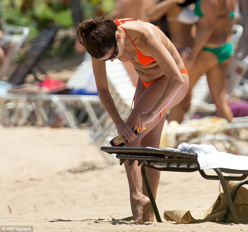 Eva Longoria mất kiểm soát với bikini - 6