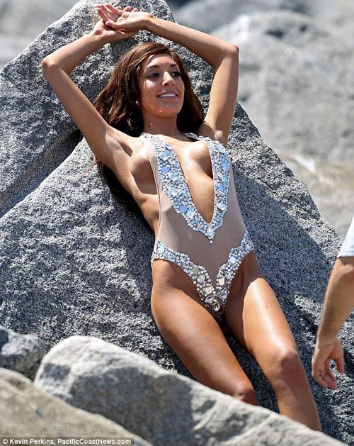 Eva Longoria mất kiểm soát với bikini - 9