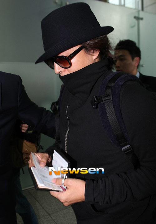 Bae Yong Joon bí mật xuất ngoại - 1