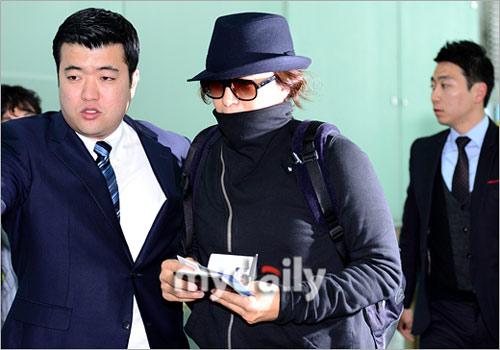 Bae Yong Joon bí mật xuất ngoại - 5