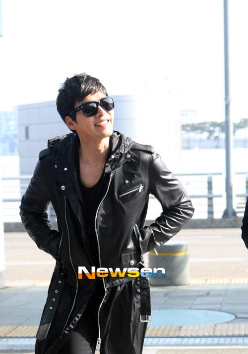 Bae Yong Joon bí mật xuất ngoại - 9
