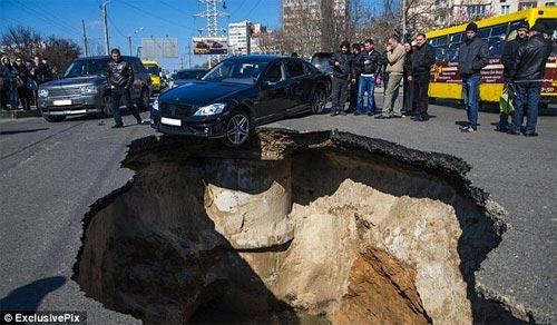 """Nga: Một thành phố đang bị """"nuốt sống"""" - 2"""