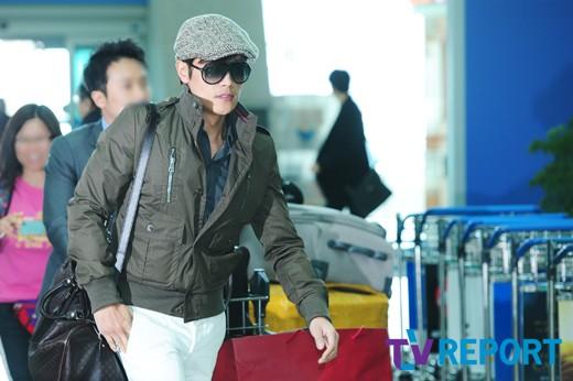 Bae Yong Joon bí mật xuất ngoại - 11