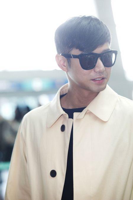 Bae Yong Joon bí mật xuất ngoại - 12