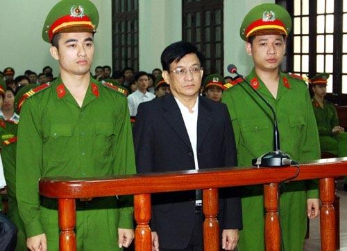Cựu CT Tiên Lãng xin giảm tội cho cấp dưới - 1