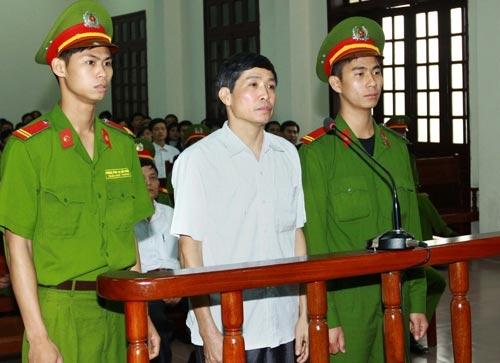 Cựu CT Tiên Lãng xin giảm tội cho cấp dưới - 2