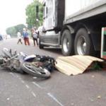 Tin tức trong ngày - Đua giành khách, một lái xe ôm bị cán chết