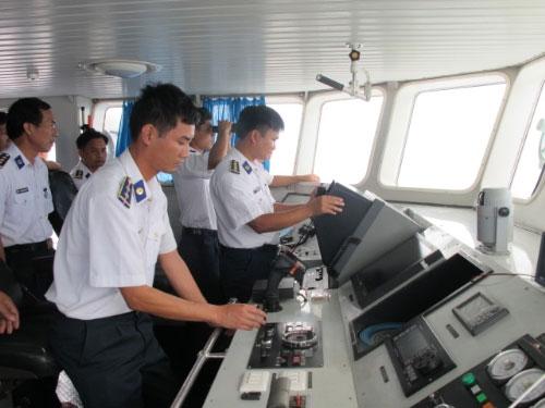"""Cảnh sát biển VN """"truy"""" tàu lạ Biển Đông - 3"""
