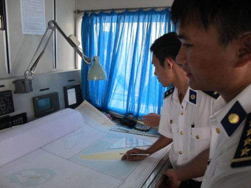"""Cảnh sát biển VN """"truy"""" tàu lạ Biển Đông - 4"""