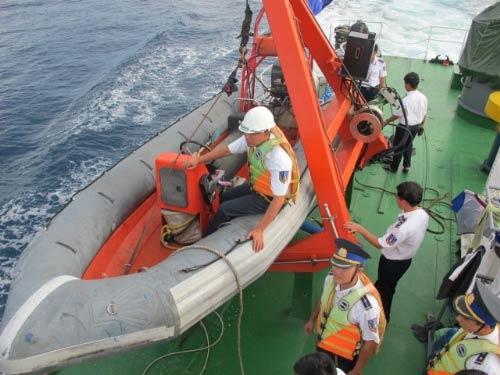 """Cảnh sát biển VN """"truy"""" tàu lạ Biển Đông - 5"""
