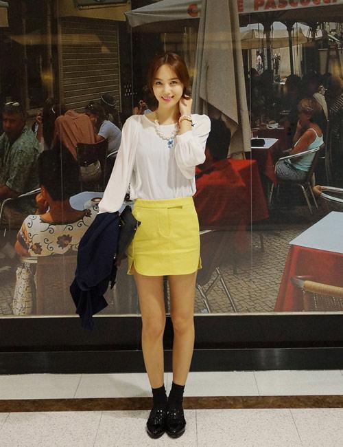 Chọn chân váy màu sắc cho nữ công sở trẻ - 9