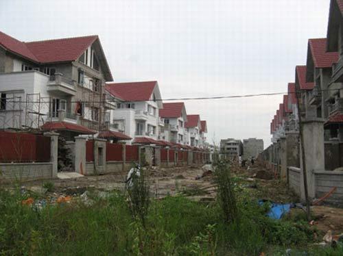Lãi suất giảm, bất động sản vẫn tê liệt - 1