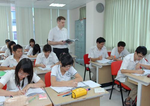 Thí điểm dạy học tiếng Anh THPT theo chuẩn mới - 1