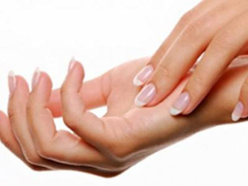 Bàn tay phụ nữ chứa nhiều vi khuẩn - 1