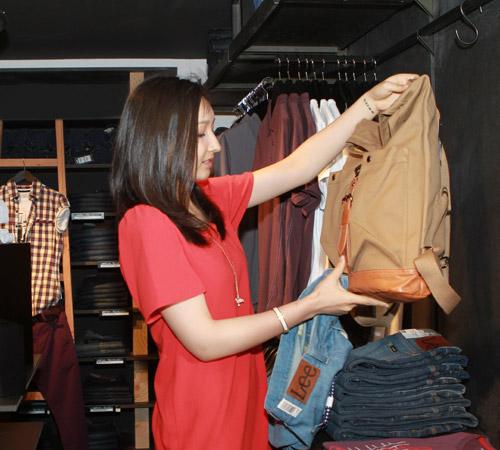Theo chân Anna Trương đi mua sắm - 3