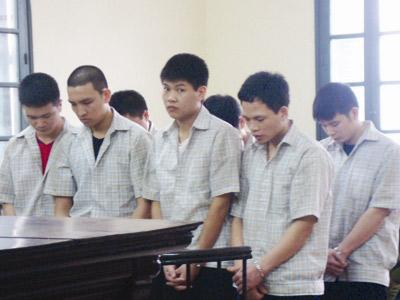 Bảy cựu cảnh sát đánh chết người lĩnh án - 1