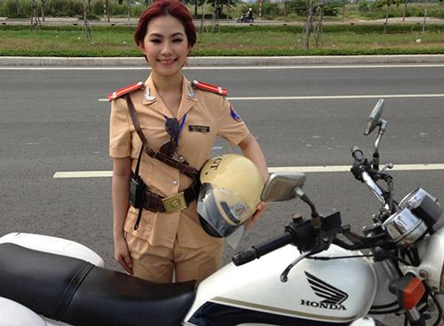 """""""Cô gái Trung Hoa"""" bất ngờ làm cảnh sát - 5"""
