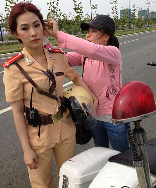 """""""Cô gái Trung Hoa"""" bất ngờ làm cảnh sát - 13"""