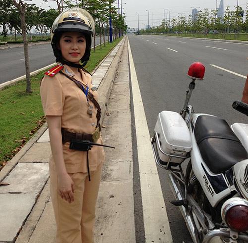 """""""Cô gái Trung Hoa"""" bất ngờ làm cảnh sát - 8"""