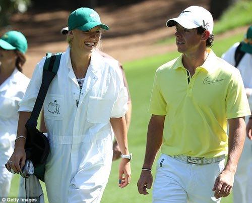 McIlroy khóa môi Wozniacki trên sân golf - 1